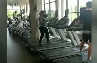 Fazla kilolarını veremeyen kadın hıncını koşu bandından çıkardı