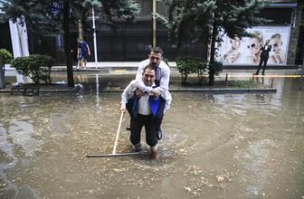 Sağanak yağış Ankara'yı göle çevirdi