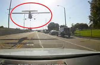 Arıza yapan uçak, yolun ortasına acil iniş yaptı!