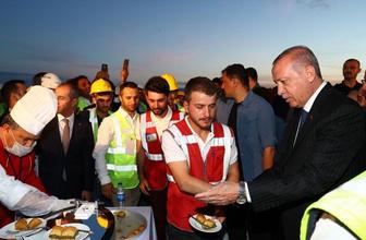 Erdoğan'dan havalimanı çalışanlarına baklava ikramı