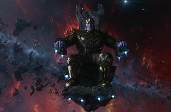Thanos Trump'ın Tweetlerini okumaya karar verdi!