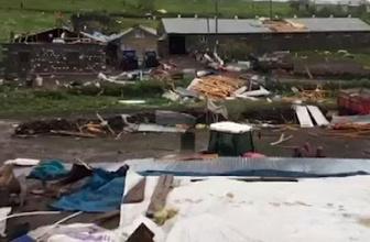 Şiddetli fırtına çatıları yerinden söktü!