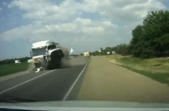 Korkunç kaza saniye saniye kamerada