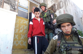 İsrail askerleri 12 yaşındaki Filistinli çocuğu gözaltına aldı!