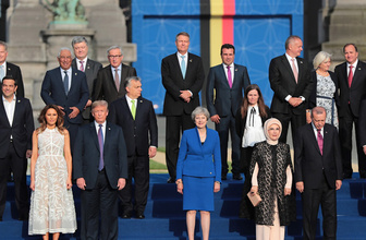 NATO aile fotoğrafından renkli görüntüler