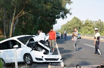 Seyir halindeki otomobil radar aracına çarptı