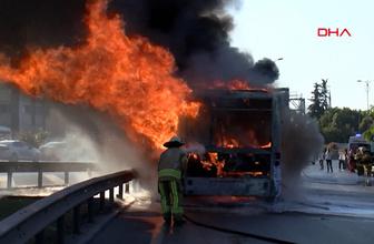 İstanbul'un işlek güzergahında otobüs yandı