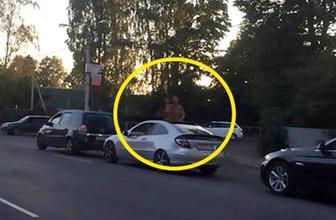 Trafik tıkanınca sevişmeye başladılar! Herkesin önünde...
