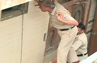 11 kişinin cesedi evlerinin tavanına asılı halde bulundu!