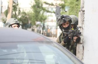 """İsrail, Filistinli kadın yazarı 'kaba bir şekilde"""" sorguluyor"""