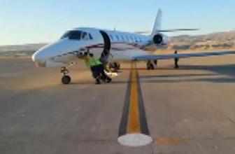 Havalimanında özel jeti iterek çalıştırdılar