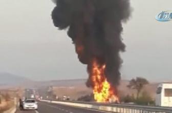 Kütahya'da akaryakıt tankeri devrilerek alev aldı!