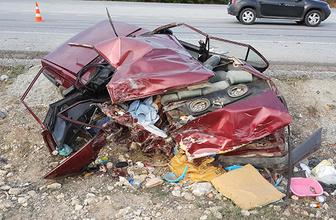 TIR çarptığı otomobili hurdaya çevirdi: Ölü ve yaralılar var!