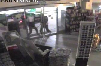 Market sahibinin hırsızları kurşun yağmuruna tuttuğu anlar kamerada
