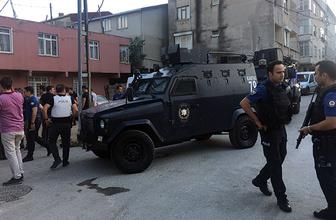 Cezaevi firarisini yakalamak isteyen polise taşlı saldırı!