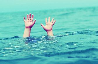 Deniz kenarında oynayan çocuk gözden kayboldu