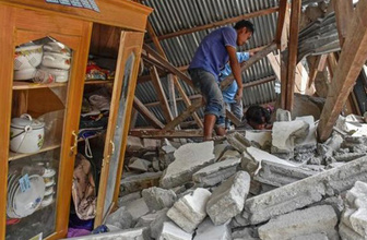 Endonezya'da deprem felaketi! Ölü sayısı 100'ü geçti