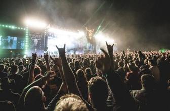 Huzurevinden kaçtılar, heavy metal konserinde bulundular!
