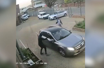 Hırsızları doğduğuna pişman etti!