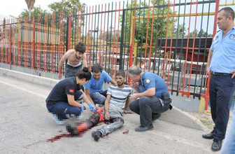Antalya'da trafik magandaları bıçak ve levye ile saldırdı