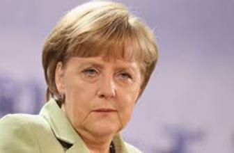 Merkel'den tehdit gibi açıklama! Kenarda durup beklemeyeceğiz