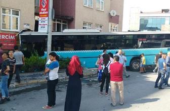 Özel Halk Otobüsü dükkana girdi: 4 yaralı