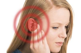 Sağır olmak istemiyorsanız bu 7 şeyi kulaklarınızdan uzak tutun!