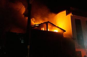 Ahşap evde yangın: 2 çocuk öldü 3 çocuk yaralandı