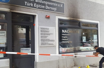 Berlin'de ırkçı saldırılar bitmiyor! Türk derneği kundaklandı!
