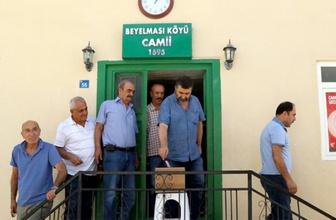 Elazığ'da cuma namazı çıkışı kediler için mama parası toplandı