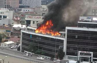 İstanbul'da korkutan yangın plaza alevlere teslim!