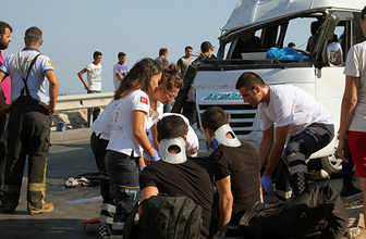 Bodrum'da yolcu minibüsü devrildi: Çok sayıda yaralı var!