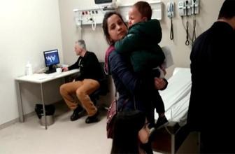 Çocuklar tedavi sırasında doktor İskambil oyununda!