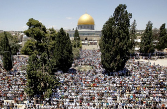 Kudüs'ün işgaline katılan İsrail askerlerinden Mescid-i Aksa'ya baskın