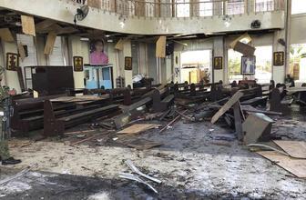Filipinler'de kiliseye bombalı saldırı! Çok sayıda ölü ve yaralı var
