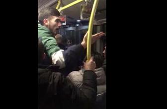 Metrobüs durağında iki takım taraftarı birbirine girdi