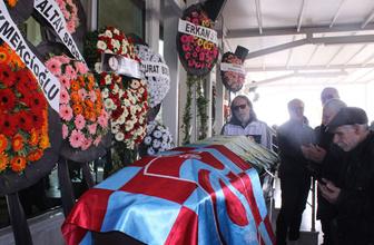 Futbol camiasından bir kayıp daha! Turgut Uçar son yolculuğuna uğurdandı