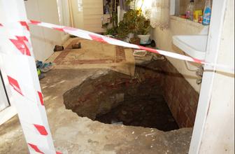 Aydın'da ilginç olay evin içi çöktü çamaşır makinesi il birlikte anne kız düştü