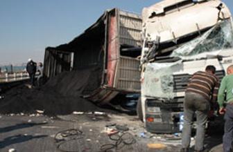 Kömür yüklü TIR trafiği felç etti