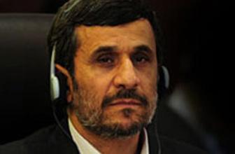 Ahmedinejad Kaddafi'ye böyle yüklendi!