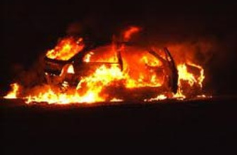 Araçtan sıçrayan yangın gecekondu yaktı
