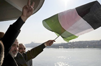 Haniye'den Mavi Marmara'da zafer işareti