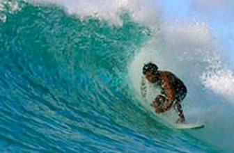 Sörfçü ölümle dans etti!