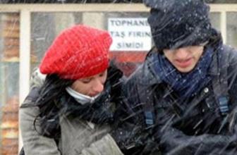 İstanbulluları şaşırtan kar yağışı