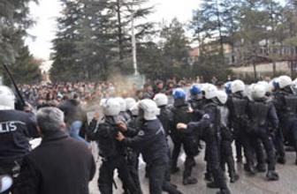 İşçi Partili gruba polis müdahalesi