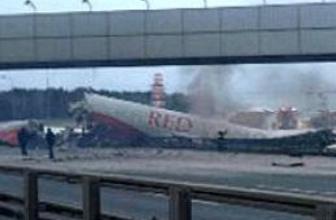 Rusya'da uçak otoyola çakıldı: 2 ölü