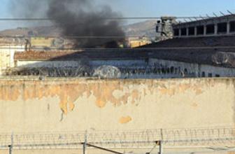 Adana'da cezaevinde yangın!