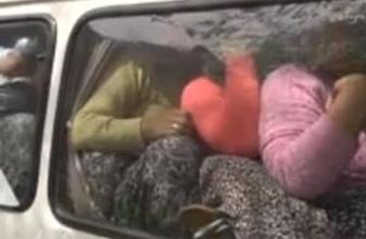 Minibüste kucak kucağa yolculuk