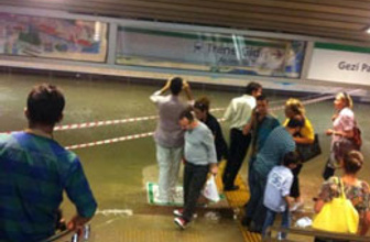 Taksim metrosunda inanılmaz olay!