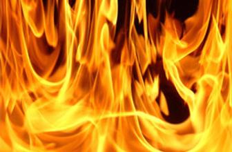 Kumaş fabrikası alev alev yandı